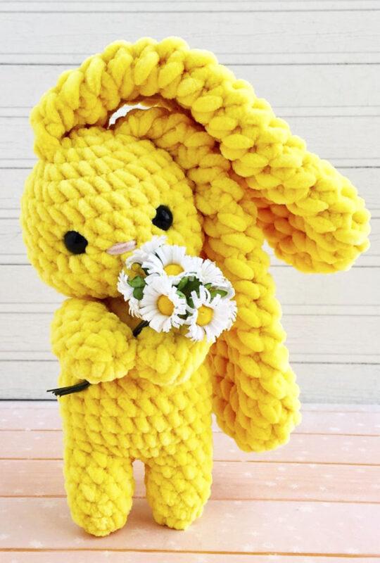 Sunny bunny amigurumi free crochet pattern with flowers