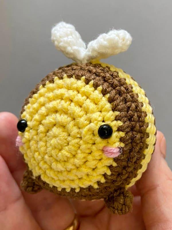 little bee, eyes