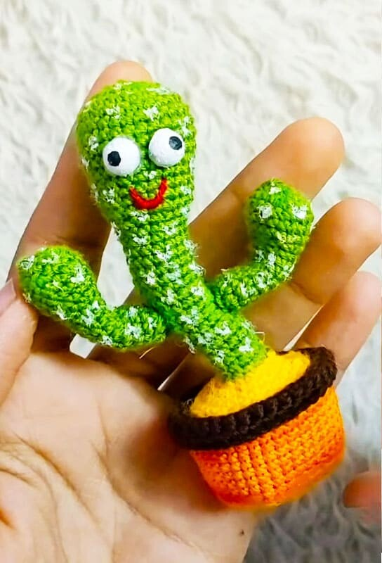 Easy Little Crochet Cactus Amigurumi Free Pattern (1)