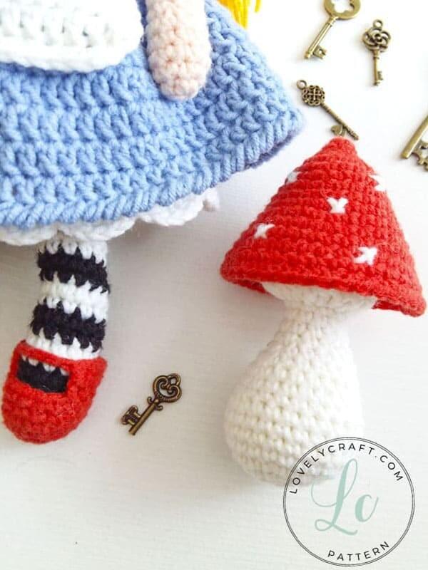 Crochet Alice in Wonderland Amigurumi Free Pattern (3)