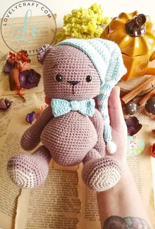 Crochet Teddy Bear Bubsy Amigurumi Pattern with hand