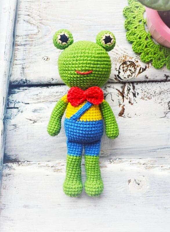 Cute Crochet Frog Amigurumi Free Pattern (2)